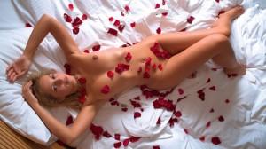 постель из роз, первый секс, первая ночь, девственность