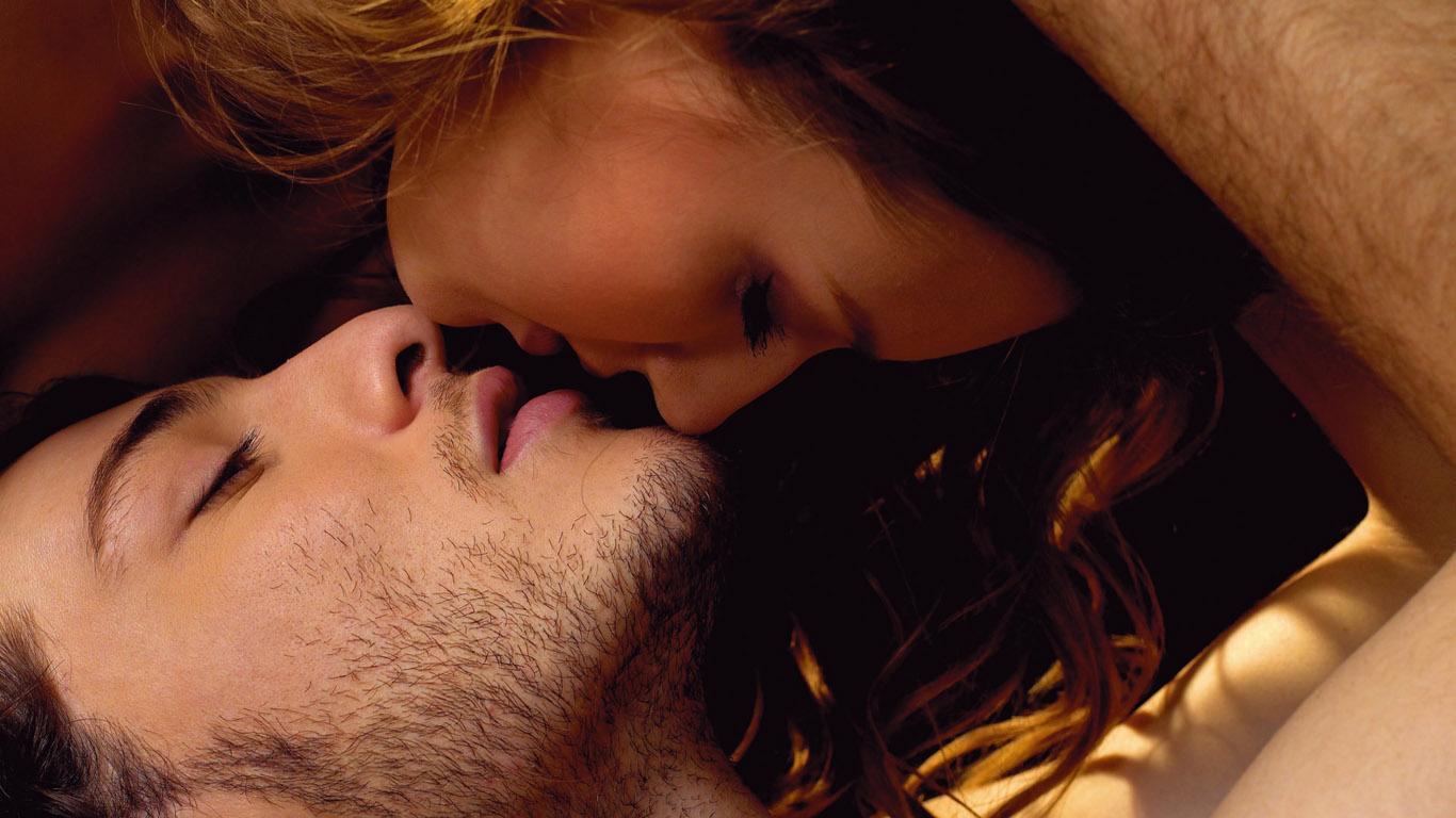 Секс в постели и скромность несовместимы.